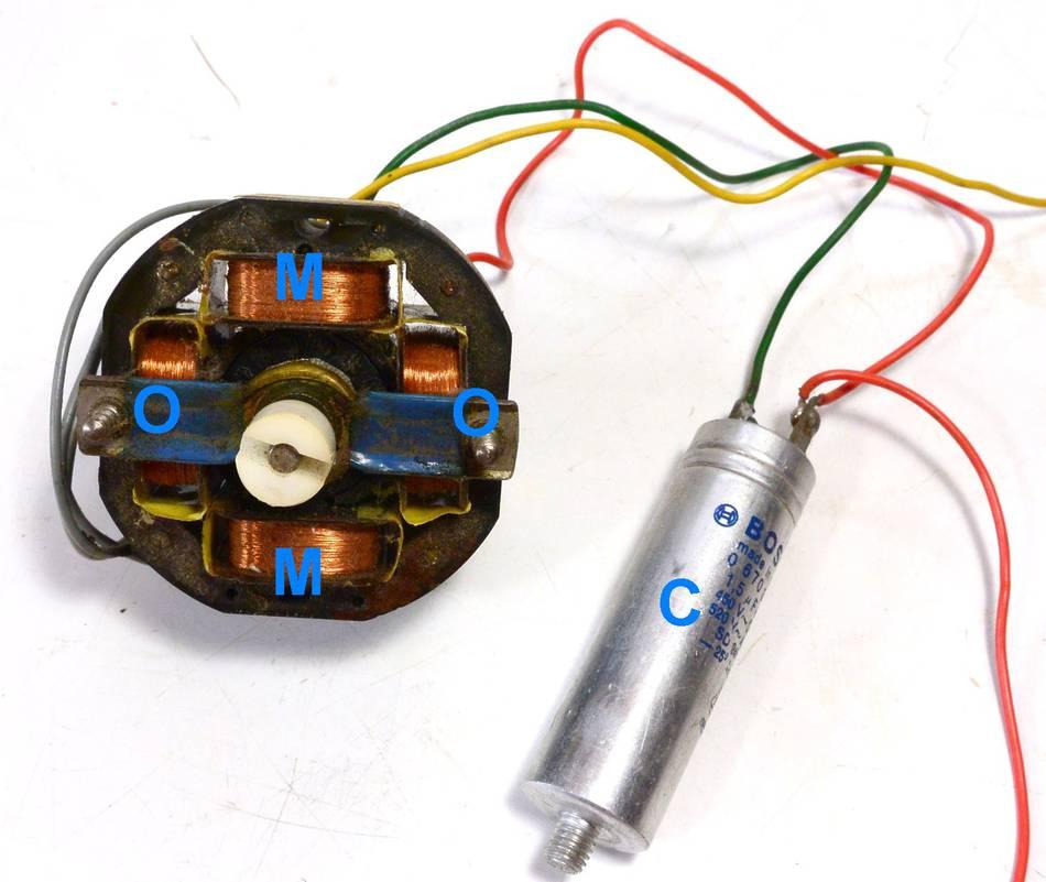 Single Phase Motor : Reversing single phase induction motors