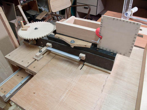 Sliding Tablesaw Homemade : ... of the screw advance box joint jig attached to the sliding table