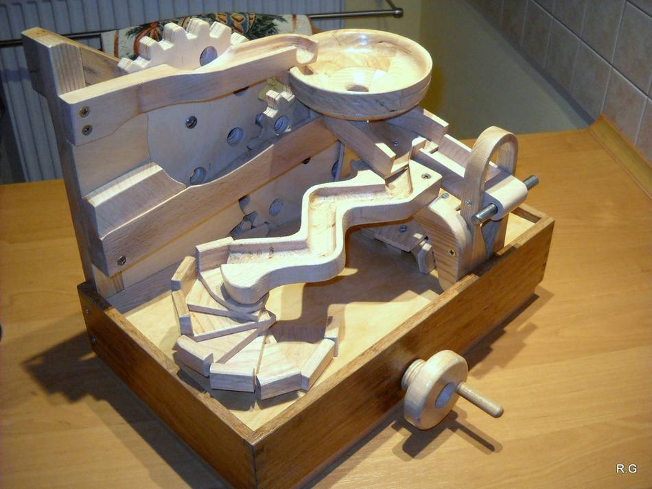 """Ryszard's """"marble machine 4"""" in pictures"""
